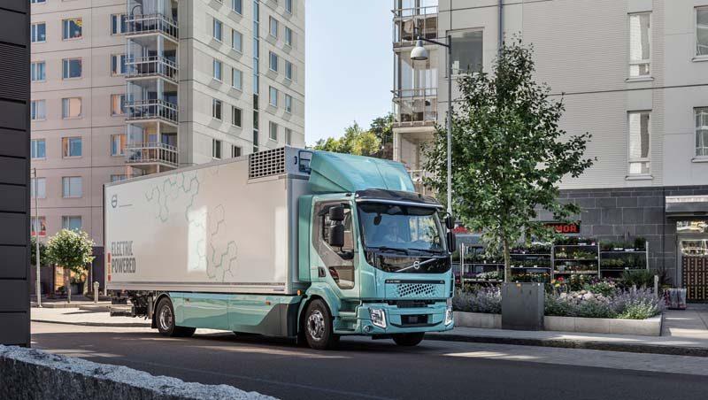 camion-electrico-volvo-fl-electrico-circulando-calles