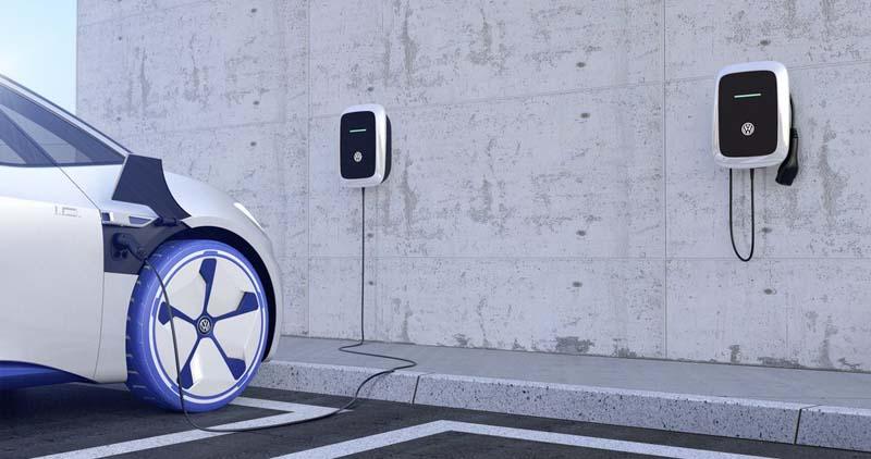 Volkswagen ID cargando en cargador propio