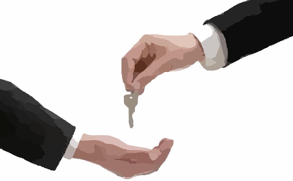 concesionario-entrega-llaves-compra-vehiculo