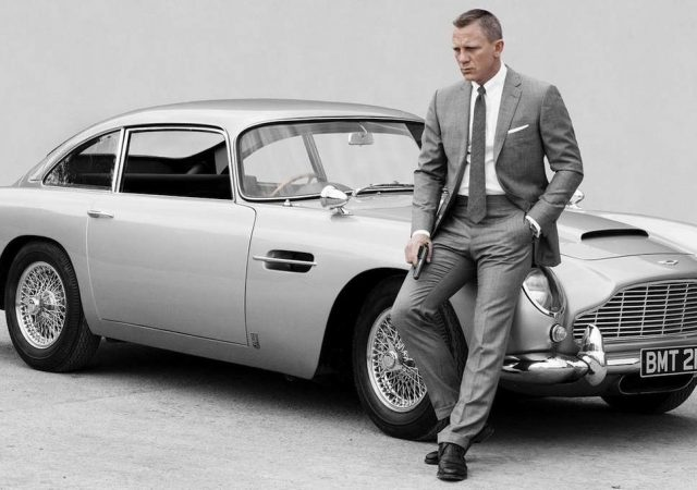 daniel-craig-james-bond-25-sobre-aston-martin-antiguo