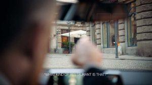 demostracion-sistema-multimodal-BMW-senalar-dedo-persona-real-exterior