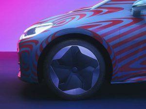 id-3-primer-electrico-volkswagen-camuflaje--apertura-reservas_lateral_frontal_llantas