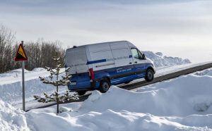 mercedes-benz-pruebas-invierno-nieve-lago-helado-circulo-polar-articulo-arjepolog-suecia_subiendo-cuesta