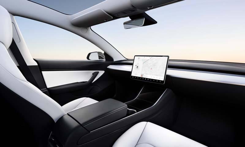 model3-interior-sin-volante-evento-autoconduccion