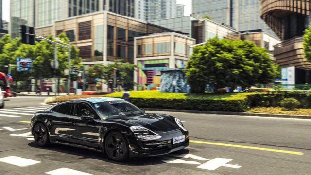 porsche-taycan-shanghai-recorriendo-calles-shanghai