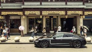 porsche-taycan-shanghai-recorriendo-calles-shanghai-lateral